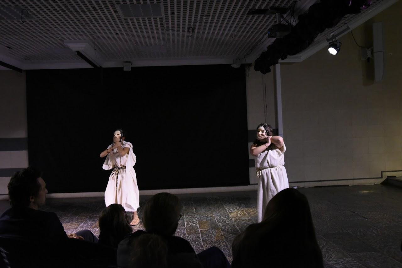 Παράσταση των μαθητών της Β' Λυκείου της Option Théâtre « Ιφιγένεια 14 »-2