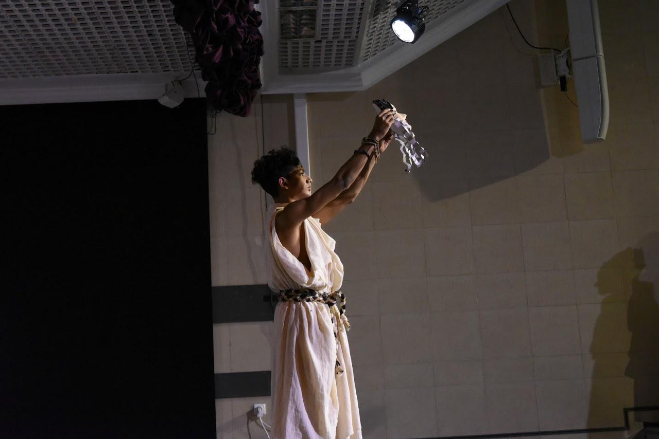 Παράσταση των μαθητών της Β' Λυκείου της Option Théâtre « Ιφιγένεια 14 »-3