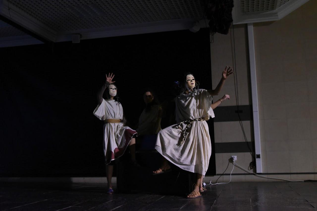 Παράσταση των μαθητών της Β' Λυκείου της Option Théâtre « Ιφιγένεια 14 »-5