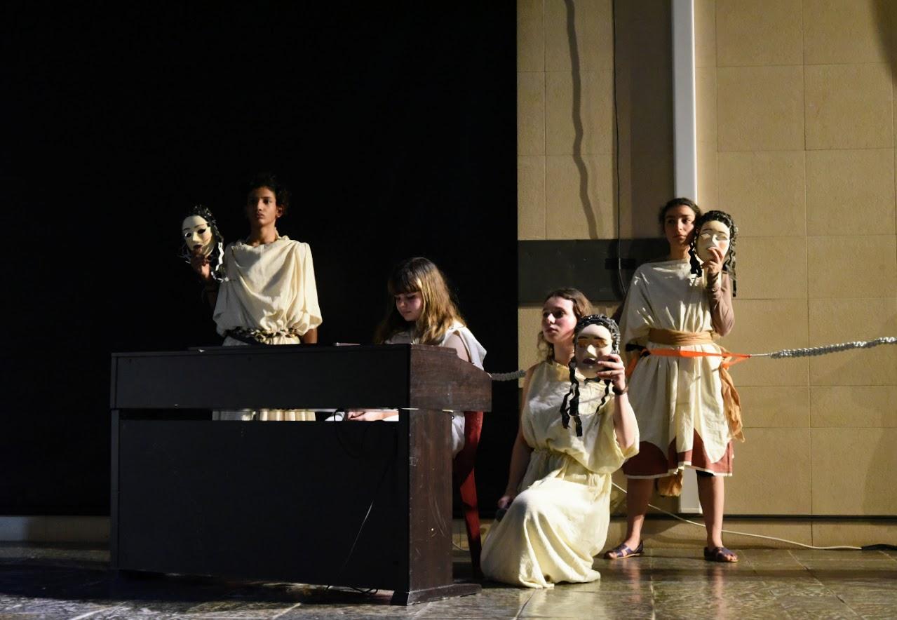 Παράσταση των μαθητών της Β' Λυκείου της Option Théâtre « Ιφιγένεια 14 »-6