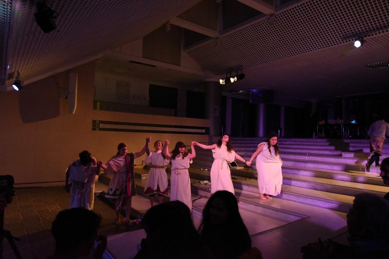 Παράσταση των μαθητών της Β' Λυκείου της Option Théâtre « Ιφιγένεια 14 »-8
