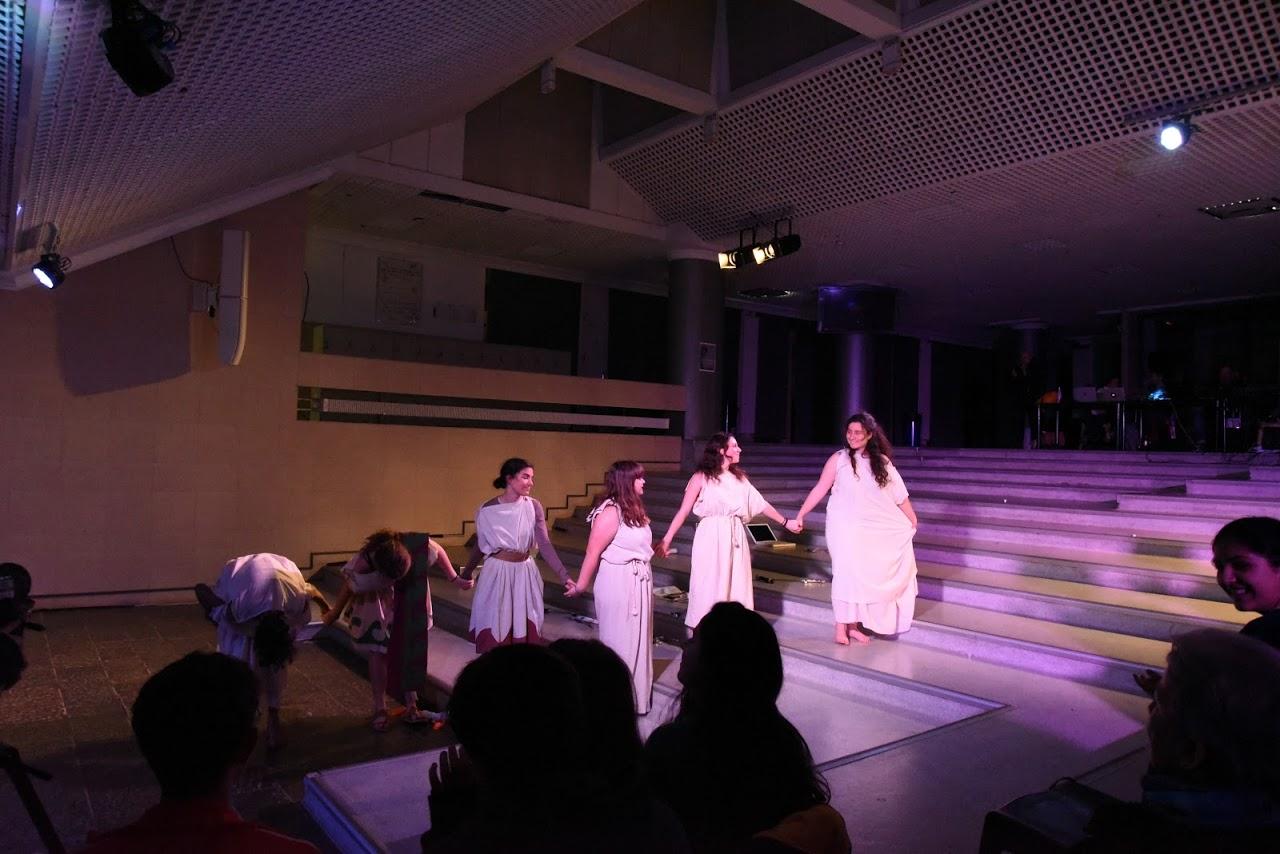 Παράσταση των μαθητών της Β' Λυκείου της Option Théâtre « Ιφιγένεια 14 »-9