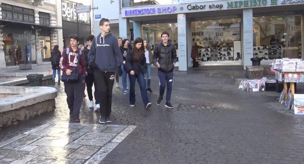 «Η ειρήνη βήμα προς βήμα: Αθήνα »: η ταινία μικρού μήκους των μαθητών ιταλικών επιτέλους με υπότιτλους !-3