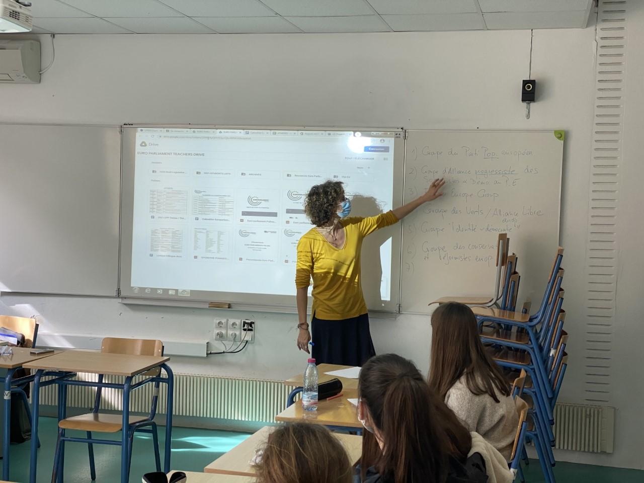Nos élèves des deux Sections se préparent pour l'Euro Parlement Palma   -1