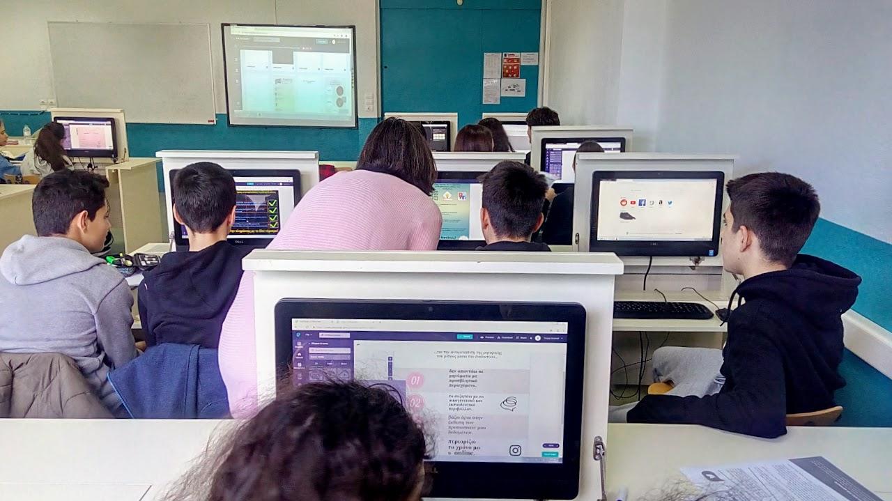 Les élèves de la Section Hellénique créent leurs affiches contre le cyberharcèlement-12