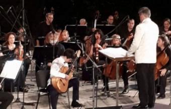 Ilias Mastorakis, guitariste soliste au sein de l'Orchestre symphonique national de la chaîne publique ERT. -2
