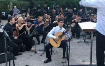 Ilias Mastorakis, guitariste soliste au sein de l'Orchestre symphonique national de la chaîne publique ERT. -3