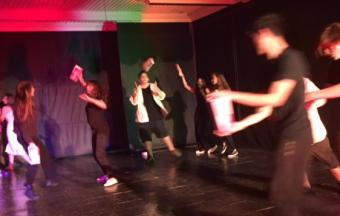Photos de la représentation de la pièce de théâtre STRESS STRASS!!!-7