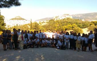 Προσκεκλημένοι στην Πνύκα από τον Πρόεδρο της Γαλλικής Δημοκρατίας και τον Έλληνα Πρωθυπουργό, οι μαθητές μας της Γ΄ Λυκείου δεν θα ξεχάσουν ποτέ αυτή τη στιγμή…-1