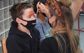 """Deux stagiaires italiennes Erasmus+ offrent aux élèves un premier atelier """"maquillage de scène""""-0"""
