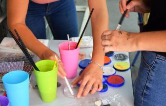 """Deux stagiaires italiennes Erasmus+ offrent aux élèves un premier atelier """"maquillage de scène""""-10"""
