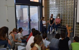 """Deux stagiaires italiennes Erasmus+ offrent aux élèves un premier atelier """"maquillage de scène""""-12"""