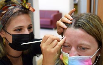"""Deux stagiaires italiennes Erasmus+ offrent aux élèves un premier atelier """"maquillage de scène""""-13"""