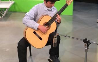 Ilias Mastorakis, guitariste soliste au sein de l'Orchestre symphonique national de la chaîne publique ERT. -1