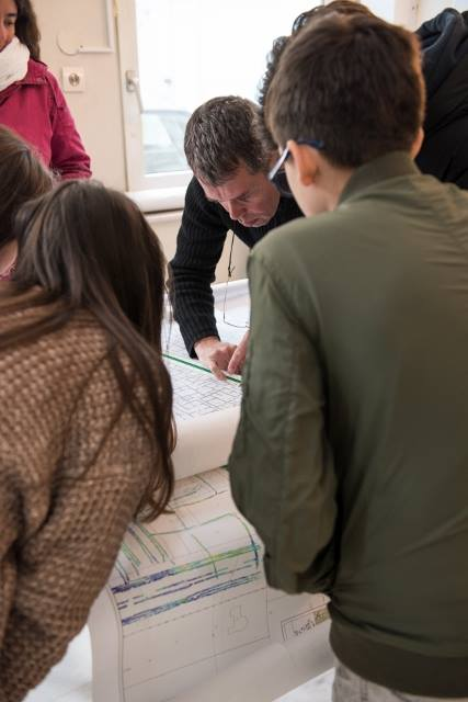 Les 5e latinistes et hellénistes découvrent les métiers de l'archéologie à l'EFA-5