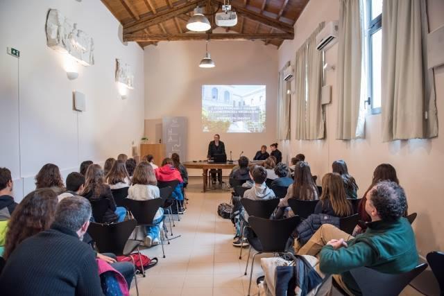 Les 5e latinistes et hellénistes découvrent les métiers de l'archéologie à l'EFA-10