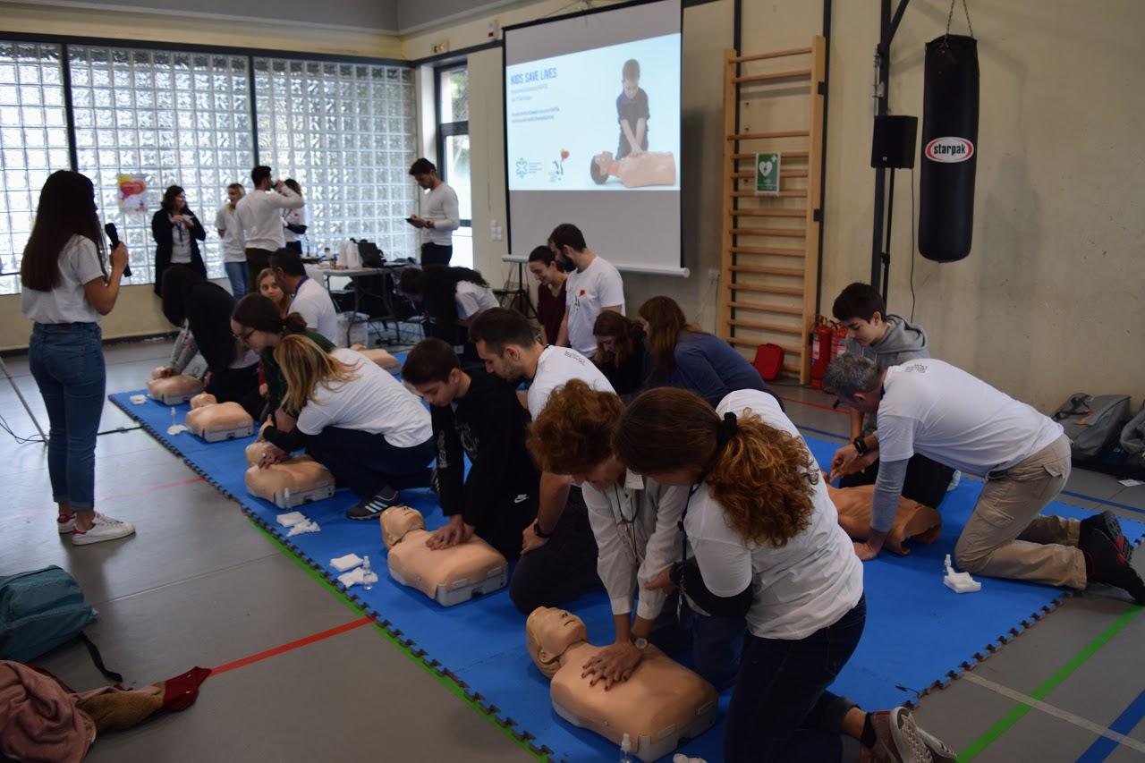 """Nos élèves apprennent à """"Sauver des vies""""-1"""