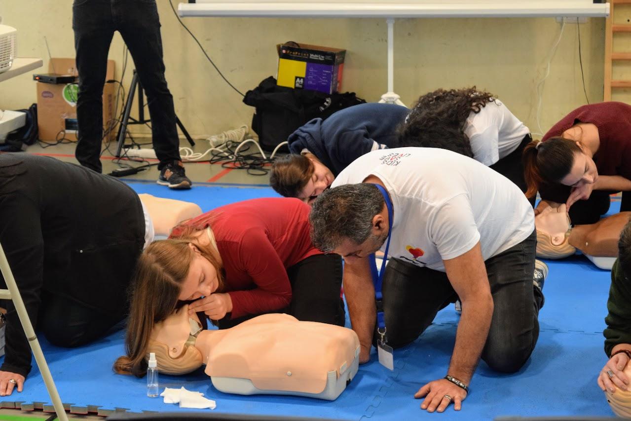 """Nos élèves apprennent à """"Sauver des vies""""-2"""