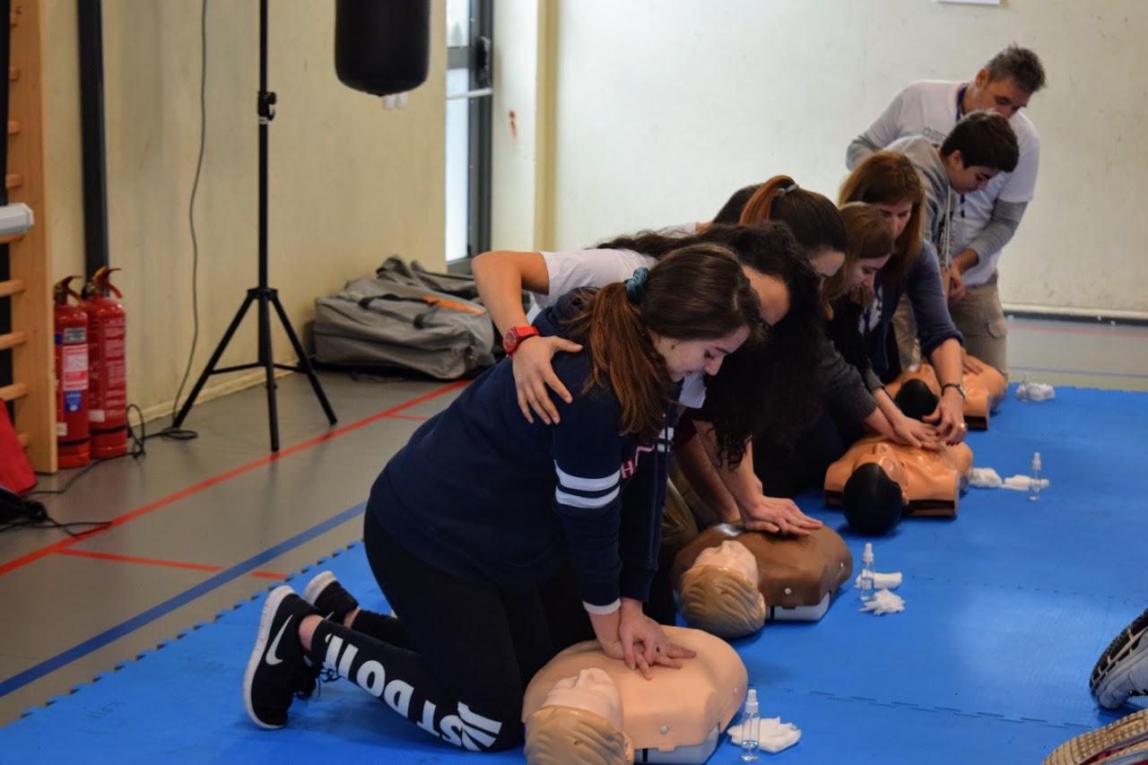 """Nos élèves apprennent à """"Sauver des vies""""-3"""