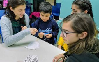 Nos élèves de collège de la Section Hellénique ouvrent leurs bras aux enfants du centre de jour Ανοικτή Αγκαλιά-2