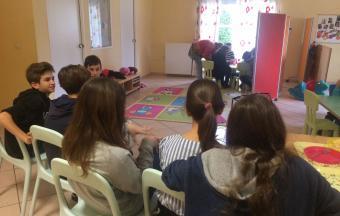 Les élèves de Α1' Gymnase au Centre de jour ΑΝΟΙΧΤΗ ΑΓΚΑΛΙΑ-1