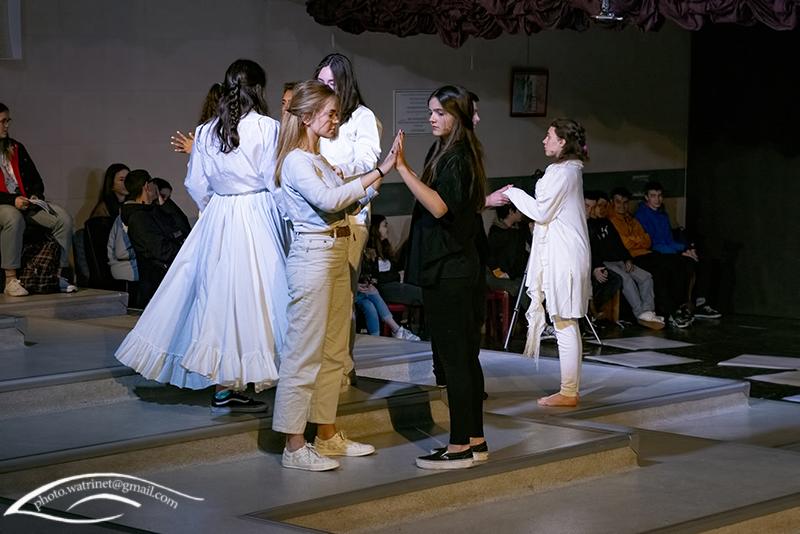 Les élèves de 1ère option théâtre présentent le spectacle « ANIMUS ANIMA »-6
