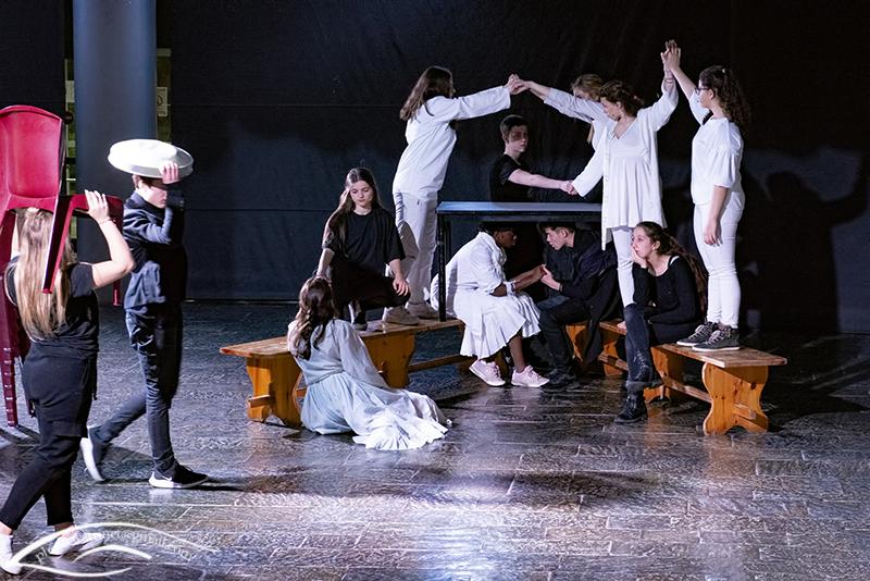 Les élèves de 1ère option théâtre présentent le spectacle « ANIMUS ANIMA »-1